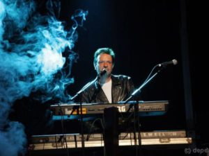 Jonny aus Calau in Brandenburg spielt in der Moonlight Partyband Keyboard